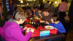 Das warme Buffet bot zahlreiche chinesische Köstlichkeiten.
