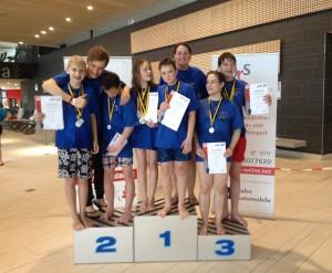 Unsere glücklichen Gewinner, v.l.:  Niklas, Betreuer Lukas Schmitz, Noah, Lisa, Lucas, Trainerin Gabi Jag, Anna u. Jonas.