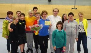 Judith Wilke im Kreise ihrer Sportgruppe.
