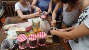 Das Schöne an der Aktion war, dass wir unsere eigene Schokolade  herstellen durften.